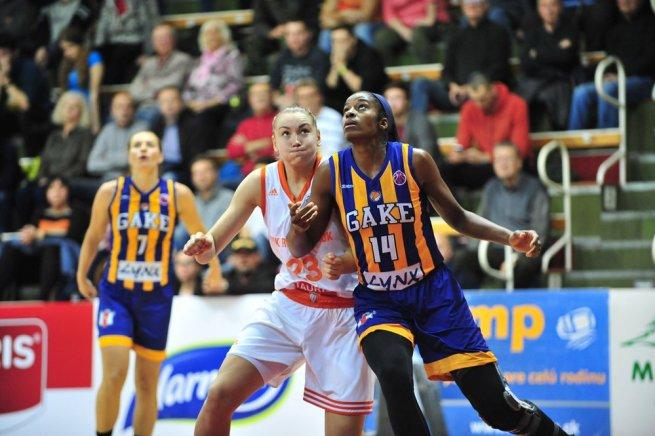 MBK Ružomberok vs. GOOD ANGELS Košice, Yatskovets (23) vs. Peters (14) (Foto: fiba.com)